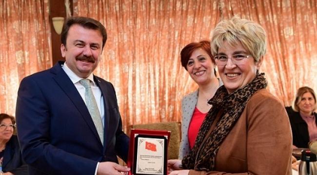 KADINLARDAN BAŞKAN ERKOÇ'A TEŞEKKÜR...
