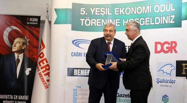 SANKO HOLDİNG ONURSAL BAŞKANI KONUKOĞLU'NA ÖDÜL..