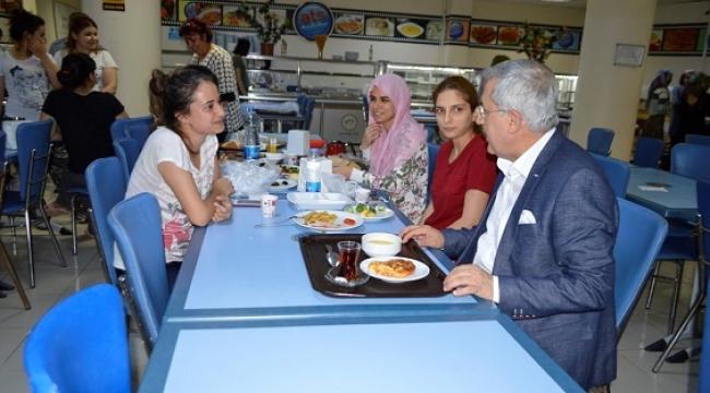 Rektör Prof. Dr. Niyazi Can Öğrencilerle Sahur Yaptı..