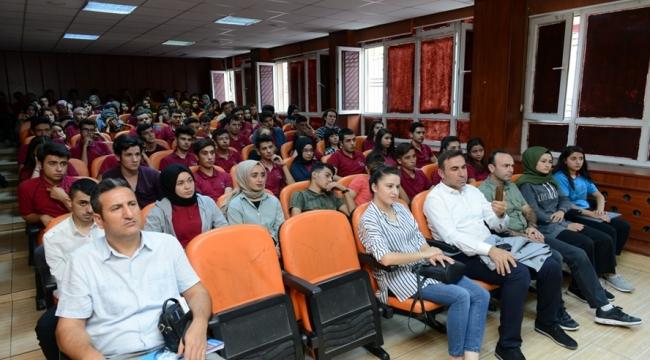Üniversiteler; eğitim, öğretim, bilim ve teknolojide öncü kurumlardır