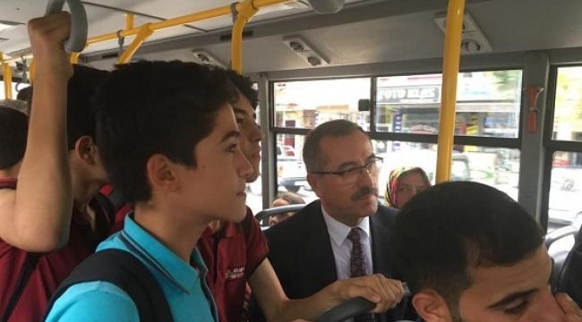 Başkan Güngör Öğrencilerle Otobüse Bindi...