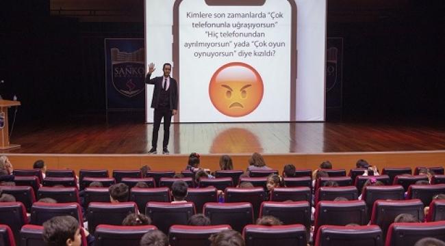 """SANKO OKULLARINDA """"TEKNOLOJİ, ÇOCUĞUM VE BEN"""" KONUŞULDU.."""