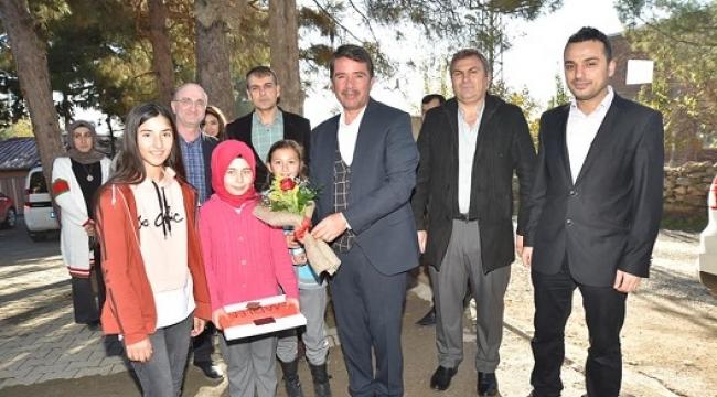BAŞKAN OKUMUŞ'DAN; ÖĞRENCİLERE MANGALA OYUN SETİ..