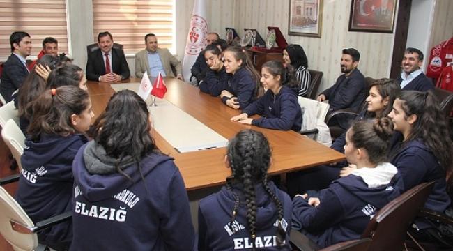 ELAZIĞLI BASKETCİLER ALİ İHSAN KABAKCI'NIN MİSAFİRİ OLDU ..