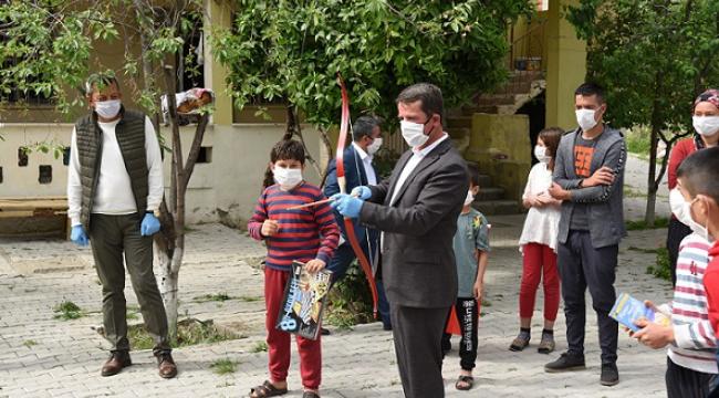 Başkan Okumuş Şehit Çocukları Yetim Ve Öksüz Çocukları evinde ziyaret etti.