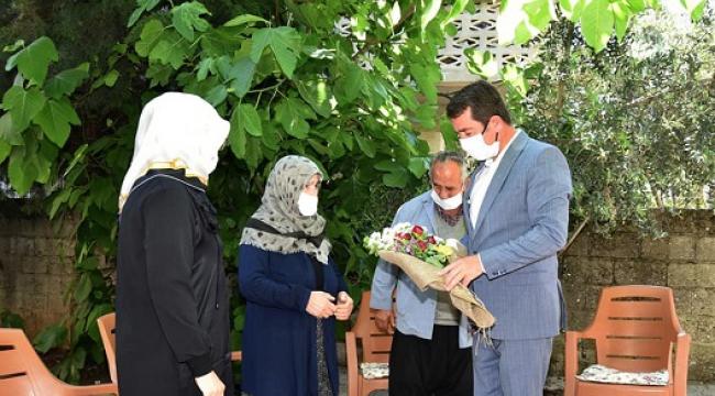 Başkan Okumuş; Şehit Annesinin Kabir Ziyareti İsteğini Yerine Getirdi..