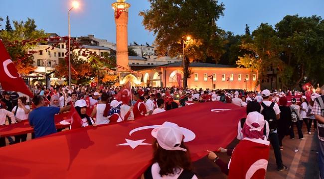 15 TEMMUZ'DA DEMİR YÜREKLİ İNSANLAR, ÇELİK ZIRHLI TANKLARI YENDİ..