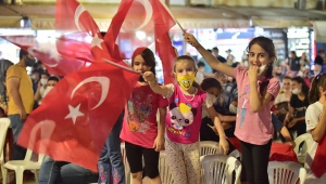 DULKADİROĞLU'NDAN 15 TEMMUZ'DA 15 BİN BAYRAK..