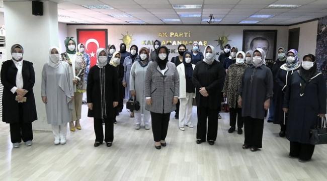 """""""BİZ AK KADIN'LAR ASIRLARDIR DURDURDUĞUMUZ YERDEYİZ""""."""