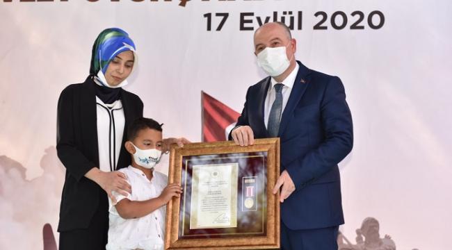 Şehit ailelerine devlet övünç madalyası verildi