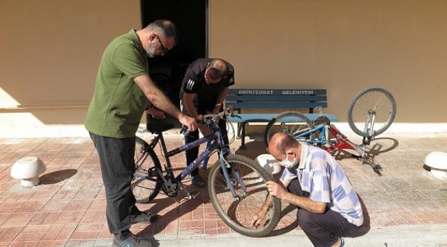 Çocukların bisiklet dedesi kalpleri onarıyor ..