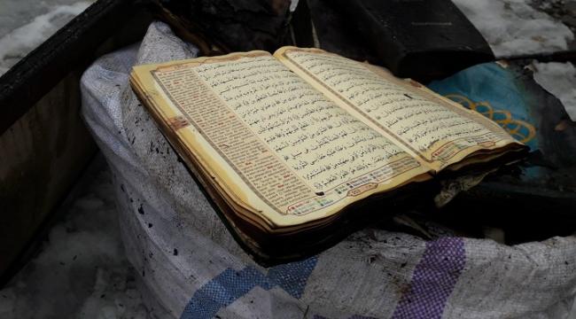 Cami yangınında Kur'an-ı Kerim'ler zarar görmedi..