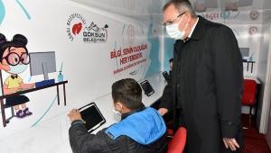 GÖKSUN'DA MOBİL ARAÇLAR EBA'YI ÖĞRENCİLERİN AYAĞINA GÖTÜRÜYOR..