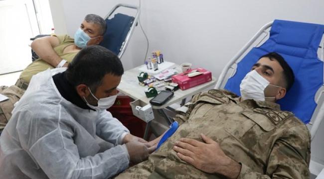 Jandarma personelinden kan bağışı..