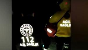 '112 Acil' ekipleri hastaya ulaşmak için karlı yolları yürüyerek aştı..