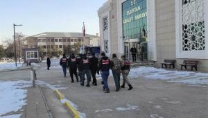 Jandarma uyuşturucu tacirlerinin evine baskın yaptı