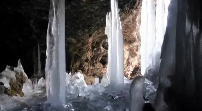 Mağarada oluşan dev buz sarkıtları büyüledi