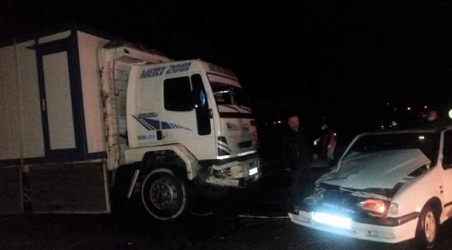 -Otomobil ile kamyon çarpıştı: 2 yaralı ..