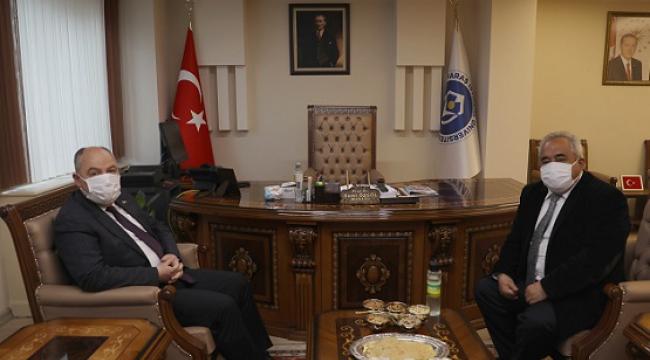 Vali Ömer Faruk Coşkun, İstiklal Üniversitesini ziyaret etti.