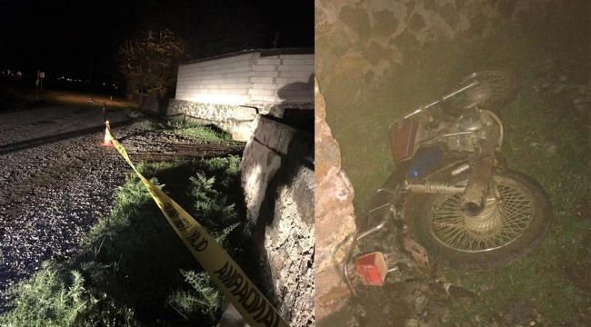 Elektrik direğine çarpman motosiklet sürücüsü öldü