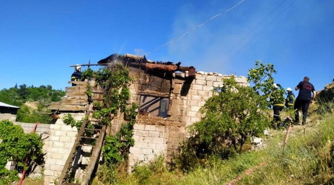 Kahramanmaraş'ta kerpiç evde yangın kül etti