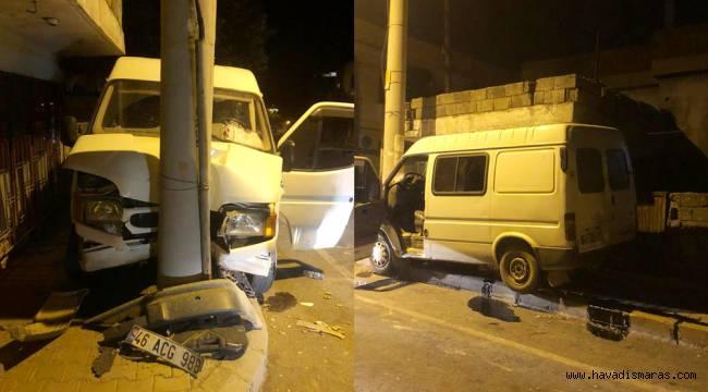 Direksiyon Hakimiyetini kaybeden sürücü elektrik direğine çarptı
