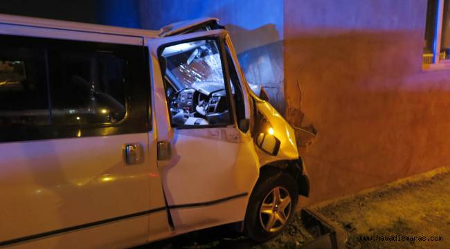 Aracının kontrolünü kaybetti eve çarptı