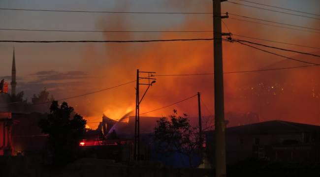Kahramanmaraş'ta Yangın.. 4 fabrika 2 depo kullanılmaz hale geldi