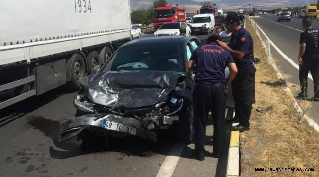 Kahramanmaraş'ta iki otomobil çarpıştı: 4 yaralı