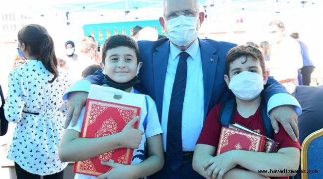 Onikişubat Belediyesi'nden Öğrencilere Hediye Kuran-ı Kerim..