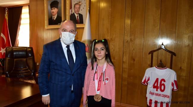 Vali Coşkun Milli Sporcu Sevilay Öztürk'ü Misafir Etti