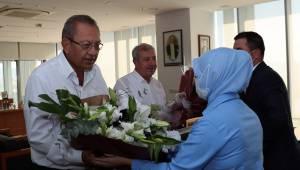 İşçi'den Patrona çiçekli teşekkür...