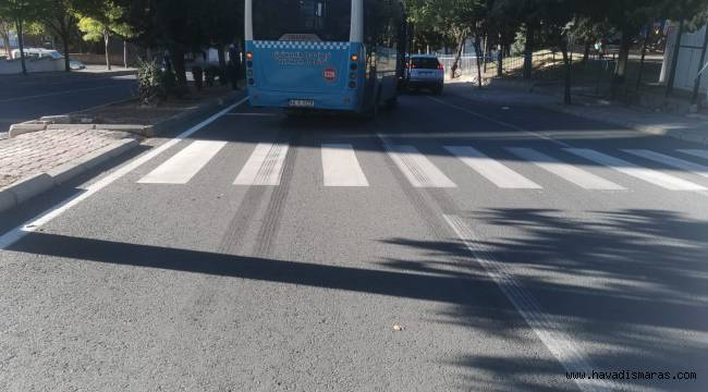 Yolun karşısına geçmek isteyen yayaya otobüs çarptı